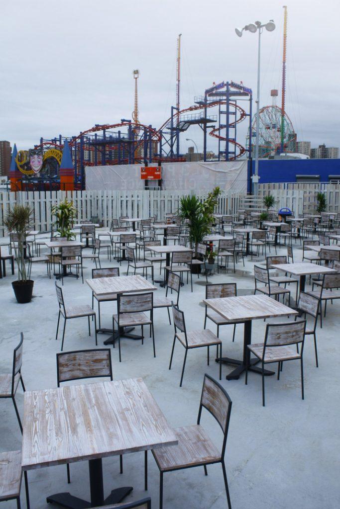 Coney Island Tavoli